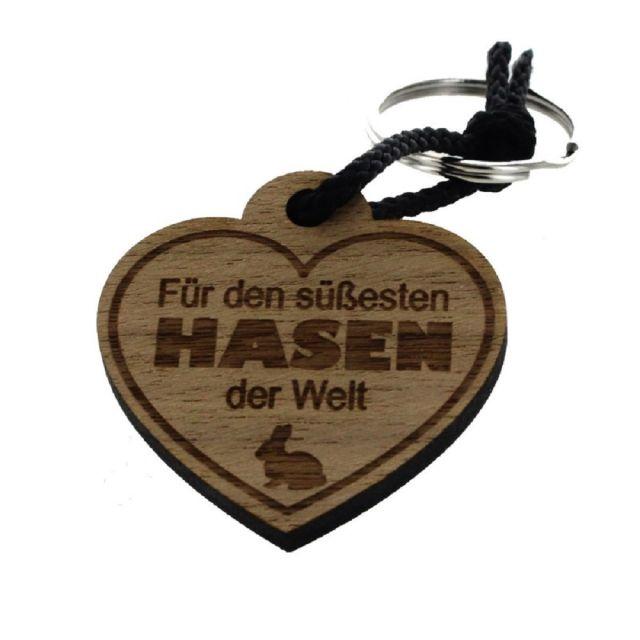 """Schlüsselanhänger aus Holz """"Für den süßesten Hasen der Welt"""" (Herz)"""